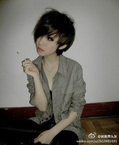 This cute short hair is sooo pretty on her ❤