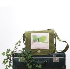 Messenger bag   Fun photo bag  green bag  by PhotographyDream, €45.00