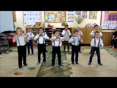 Chłopcy tańczą dla MAM! Zumba Kids, Kids And Parenting, Musicals, Kindergarten, Preschool, Place Card Holders, Songs, Youtube, Party
