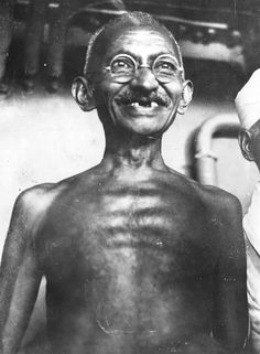 Indian leader and human rights activist Mahatma Gandhi (Mohandas Karamchand Gandhi) American Boxer, Image American, Marie Curie, Rare Pictures, Rare Photos, Historical Pictures, Vintage Photos, James Dean, Steve Jobs