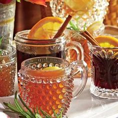 Hot Bourbon-Orange Tea Toddy - Festive Party Punch Recipes - Southern Living 1 piece fresh ginger, peeled and thinly sliced 1 lemon, cut into 8 wedges cup honey teaspoon dried crushed red pepper 3 regular-size orange pekoe tea bags cup bourbon Holiday Punch Recipe, Party Punch Recipes, Sangria Recipes, Wine Recipes, Bartender Recipes, Yummy Recipes, Holiday Cocktails, Cocktail Drinks, Alcoholic Drinks
