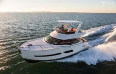 Carver C40 Fly #Carver #CarverYachts #TheYachtMarket #Yachtsforsale