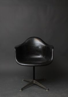 Love This Vintage Herman Miller Eames Black Fiberglass Swivel Shell Chair