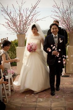 Love the cherry blossom theme of this traditional Japanese wedding.
