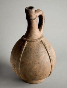 Africa | Palm vine pitcher from the Bamum, Bamileke peoples of Cameroon. Ceramic Pots, Ceramic Pottery, Sgraffito, Gourd Art, Ancient Artifacts, Vintage Farmhouse, African Art, Art Dolls, Xhosa