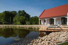 Bakonyi vendégház szaunával Cabin, House Styles, Outdoor Decor, Home Decor, Decoration Home, Room Decor, Cabins, Cottage, Home Interior Design