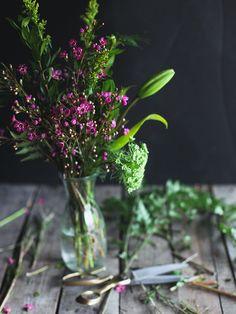 Hannah Queen's Saturday bouquet in a weck juice jar. | Image via: Honey & Jam