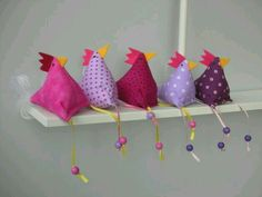 Easter decoration - 5 chickens chicken - a designer piece by Firlefanz-Design-Ulrike at . - Easter decoration – 5 chickens chicken – a unique product by Firlefanz-Design-Ulrike on DaWanda - Felt Crafts, Easter Crafts, Fabric Crafts, Diy And Crafts, Christmas Crafts, Crafts For Kids, Easter Decor, Easy Sewing Projects, Sewing Projects For Beginners