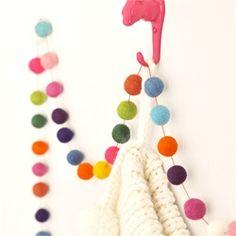 felt garland from wool balls Felt Diy, Handmade Felt, Felt Crafts, Diy Crafts, Yarn Crafts, Diy Christmas Garland, Noel Christmas, Handmade Christmas, Christmas Yarn