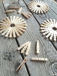 Schneeflocken aus Wäscheklammern