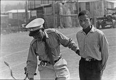 Ernest Cole photographie de L'apartheid. Social Photography, Photography Contests, David Goldblatt, Dr Marcus, African Babies, Ernest, Apartheid, Photo Report, Documentary Photographers