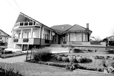 Vila  de vanzare  Popas Pacurari, Case, Real Estate, Mansions, House Styles, Home Decor, Decoration Home, Manor Houses, Room Decor, Real Estates