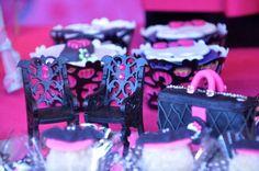 Monster High Festa temático com cheio de idéias realmente incrível através de idéias do partido de Kara | KarasPartyIdeas.com # TweenParty # Halloween # party # Idéias # Fontes (7)