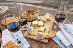 The Bordeaux Wine Festival: A French Wine and Cheese Lover's Dream Cheese Day, Best Cheese, Wine Cheese, Cheese Bread, Cheese Shop, Cheese Lover, Sauvignon Blanc, Cabernet Sauvignon, Charcuterie Raclette