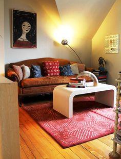 Cozy Cinnamon Sofa & Vintage Portrait Roommarks