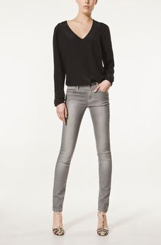 grey skinny jeanslove these heels with it