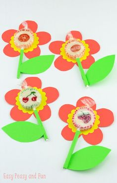 Super simple lollipop flowers fun crafts, valentine's day crafts for k Easy Crafts, Diy And Crafts, Arts And Crafts, Summer Activities For Kids, Craft Activities, Valentine's Day Crafts For Kids, Creative Kids, Flower Crafts, Easy Peasy