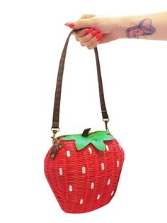 Strawberry Bamboo Bag Collectif Accessories Accessories Top Picks @ Collectif and Vintage Style Clothing and Rockabilly Collection Unique Handbags, Purses And Handbags, Vintage Online Shop, Novelty Handbags, Winter Bridesmaids, Gucci, Fun Prints, Clutch Purse, Saddle Bags
