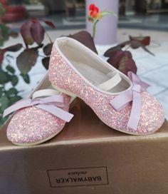 Βαπτιστικες μπαλαρίνες με glitter ροζ από την εταιρεία Babywalker. Τηλεφωνικές παραγγελίες στο 📲+306973390687 #4r❤️❤️msstoreofhappiness #4r💜💜msbymilana #4r❤️❤️ms # babywalker #vaptistikapapoutsia #papoutsiababywalker #βαπτιστικαπαπουτσια #παπουτσιαγιακοριτσια #μπαλαρινες