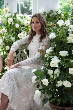 The Memorial Day holiday is the unofficial start of summer and trips to the Hamptons. There is noperson who epitomizes weekend chic more than Aerin Lauder so I thought it would be fun to take another look at her style and her lovely Hamptons home. While the inside is decorated for year round use, I […]