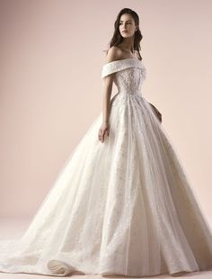 Featured Wedding Dress: Saiid Kobeisy; www.saiid-kobeisy.com/; Wedding dress idea.