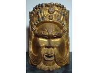 Eine schöne geschnitzte Maske - Asien