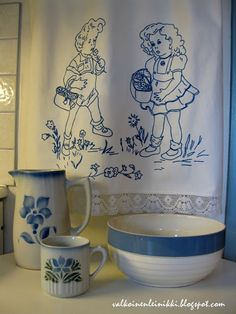 The old Arabia porcelain ja pyyheliinatelineen kirjottu peiteliina Home Food, Marimekko, White Houses, Finland, Stuff To Do, Retro Vintage, Nostalgia, Projects To Try, Old Things