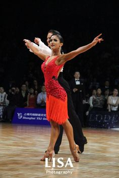 Starting a red week with amazing long fringe latin dress (Morten Löwe & Roselina Doneva, Denmark)