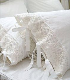 Ivory White Lace Pillow Shams, Shabby Country Cottage Decorating - very easy to make Country Stil, French Country, French Style, White Cottage, Rose Cottage, Linens And Lace, White Linens, Shades Of White, Vintage Lace