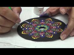Cd Crafts, Handmade Crafts, Diy And Crafts, Dot Art Painting, Mandala Painting, Mandala Making, Cd Art, Record Art, Easy Youtube
