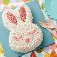 From simple bunny face cakes to cake creations, these bunny cake ideas will have you shouting hip-hop hurray! Find bunny cake ideas at Wilton. Easter Cake Easy, Easy Easter Desserts, Easter Bunny Cake, Bunny Birthday Cake, Easter Recipes, Easter Ideas, Easter Art, Easter Food, Easter Crafts