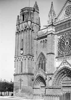 une vue de la faaade ouest. POITIERS - Cathédrale Saint-Pierre Partie Nord De La Façade Ouest Vue Du Sud Une Faaade A