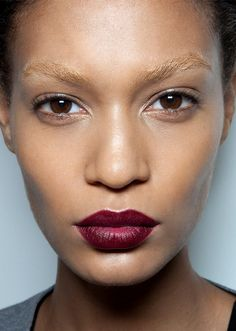 You spent all of December OD'ing on makeup for holiday parties, and now it's time to scale back for the sake of your face. We found 31 easy, so-pretty makeup looks to copy in January Pretty Makeup Looks, Simple Makeup Looks, Gorgeous Makeup, Bleached Eyebrows, Blonde Eyebrows, Kiss Makeup, Hair Makeup, Makeup Tips, Beauty Makeup