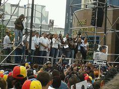 Lilian Tintori llama a permanecer en resistencia durante 24 horas en Chacaito apoyando a Leopoldo. #ComidaEscasaYCara
