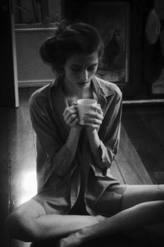 un café au lait, svp. Sexy Coffee, I Love Coffee, Coffee Break, Morning Coffee, Sunday Morning, People Drinking Coffee, Drinking Tea, Coffee And Cigarettes, Porno
