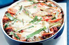 Zapečené těstoviny se sýry cottage a mozzarella Mozzarella, Thai Red Curry, Cottage, Ethnic Recipes, Food, Eten, Cottages, Cabin, Farmhouse