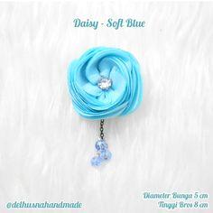 Saya menjual Bros Cantik Mini -Daisy Soft Blue seharga Rp25.000. Dapatkan produk ini hanya di Shopee! https://shopee.co.id/delhusnahandmade/701196250 #ShopeeID #handmade #brooch #handmadebrooch #brooches #fabricbrooch #aksesorisjilbab #madewithlove #hijabaccessories #hijabfashion #hijabstyle #hijab