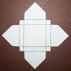 Mini-RitterSport-Verpackung Ich hatte ebenfalls die Papiergröße 10,5 x 10,5 cm verwendet und ebenfalls bei 4,5 und bei 6 cm gestanzt und gefalzt.