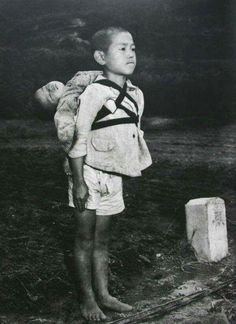 Real-life Grave of the Fireflies: Stoic Japanese orphan, standing at attention having brought his dead younger brother to a cremation pyre, Nagasaki, by American photographer, Joe O'Donnell 1945 (One of the many sad things about war. Nagasaki, Hiroshima, Post Mortem, World History, World War Ii, Grave Of The Fireflies, Standing At Attention, Rare Historical Photos, Iwo Jima