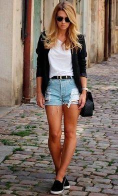 Blazer . Shorts jeans . Camiseta . Cardigan . Tenis preto