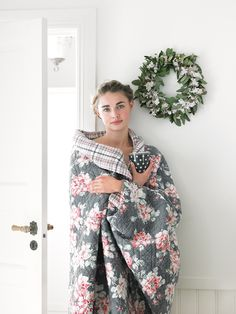 sort of in love with this quilt. Home Decor Inspiration, Design Inspiration, Pip Studio, Cushion Fabric, Cath Kidston, Holidays And Events, Old And New, Pink Grey, Home Accessories