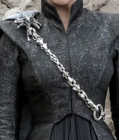 Daenerys Targaryen body chain. 101,5 cm (40 inches) long and 640 grams, solid Sterling Silver https://www.pinterest.se/lovebooksabove/game-of-thornes-jewellery/