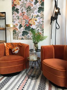Interior Inspiration, Interior Ideas, Art Nouveau, Accent Chairs, Gallery Wall, Lounge, Furniture, Home Decor, Interiors
