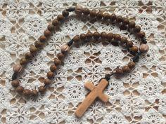 Pátričky s ručne vyrezávaným krížikom