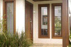Resultado de imagem para janelas de madeira com vidro Home Decor Bedroom, Window Grill Design, Duplex Design, House With Porch, House Front, Staircase Design, Window Design, House Front Design, Small House Floor Plans