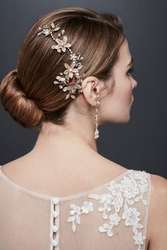 Pearl hair clips are the hottest new trend, so get on board with them. Check out these 15 chic pearl hair clips that won't break the bank. Bridal Hairdo, Wedding Braids, Hair Comb Wedding, Headpiece Wedding, Davids Bridal, Hair Comb Clips, Wedding Hairstyles For Long Hair, Unique Hairstyles, Short Hairstyles