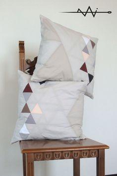 DOLOMITES - cuscini per divano con grafica a triangoli in patchwork - grafica montagne
