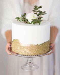 #Gold #cakes are just are thing! | Photography: @cavinelizabeth | Event Planning: @luxeeventssd | Floral Design: @blushbotanicals | Cake: @sweetcheeksbakingco by smpliving
