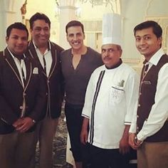 Akshay Kumar takes a picture with chef who fed him at Lucknow JollyLLB 2 shoot…