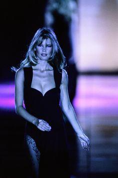 Versace Fall 1991 Ready-to-Wear Fashion Show - Claudia Schiffer